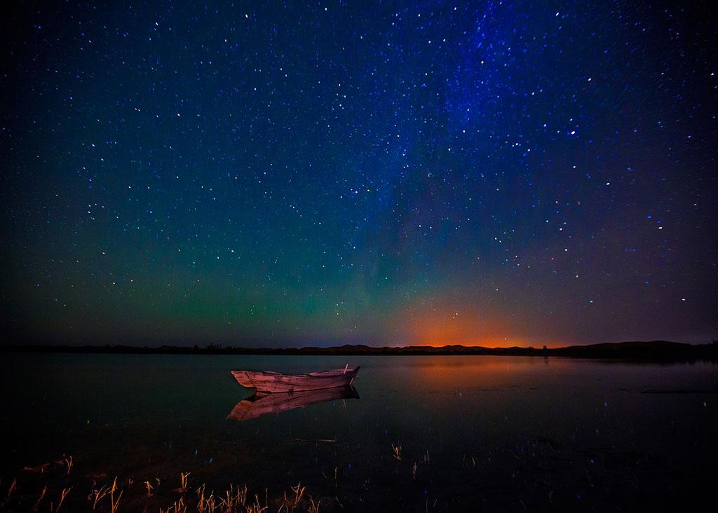 夜雾深沉作品:我是星空下的那条船