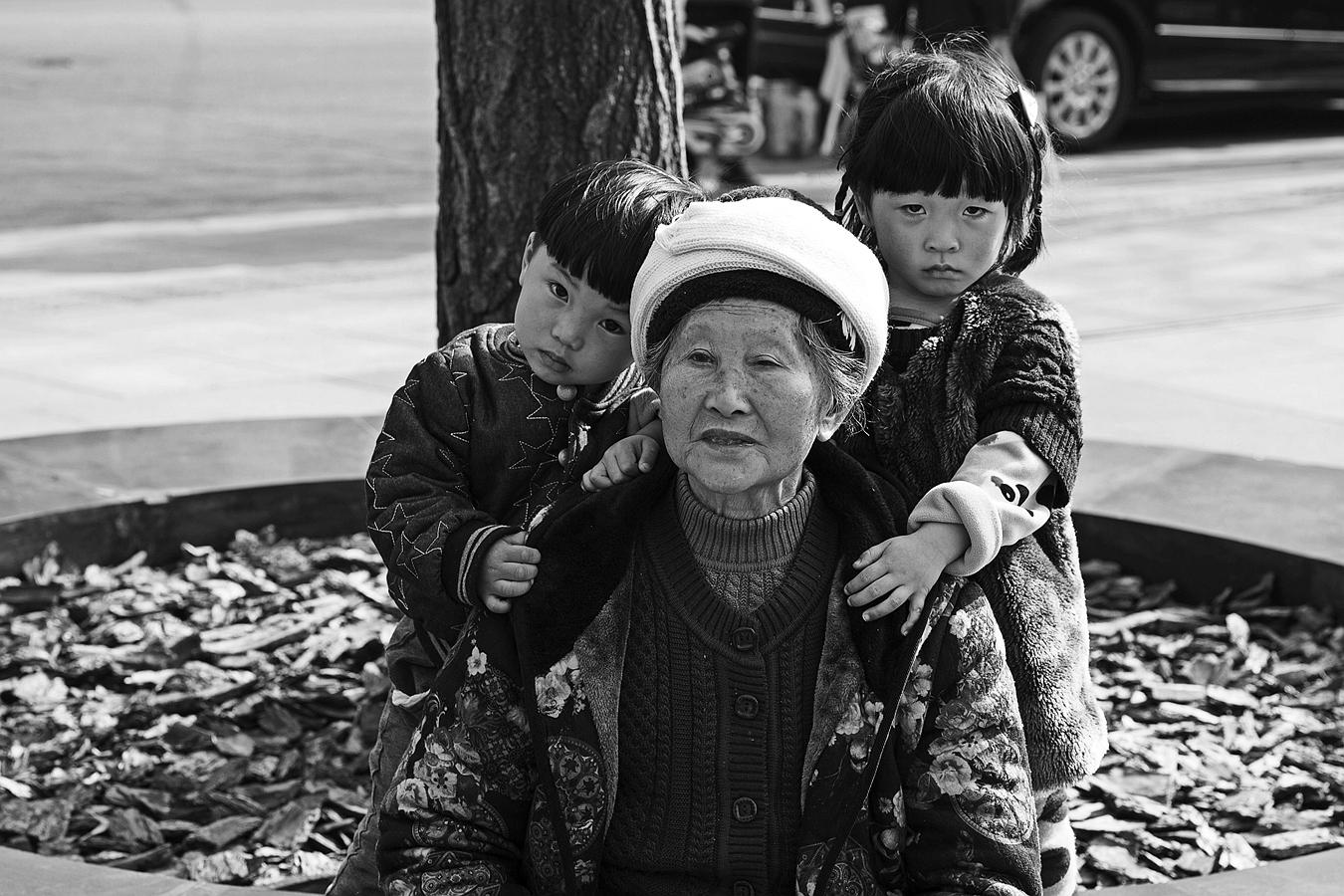 xisteven作品:老人与孩子