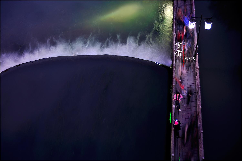 宇宙旁观者作品:沱江水