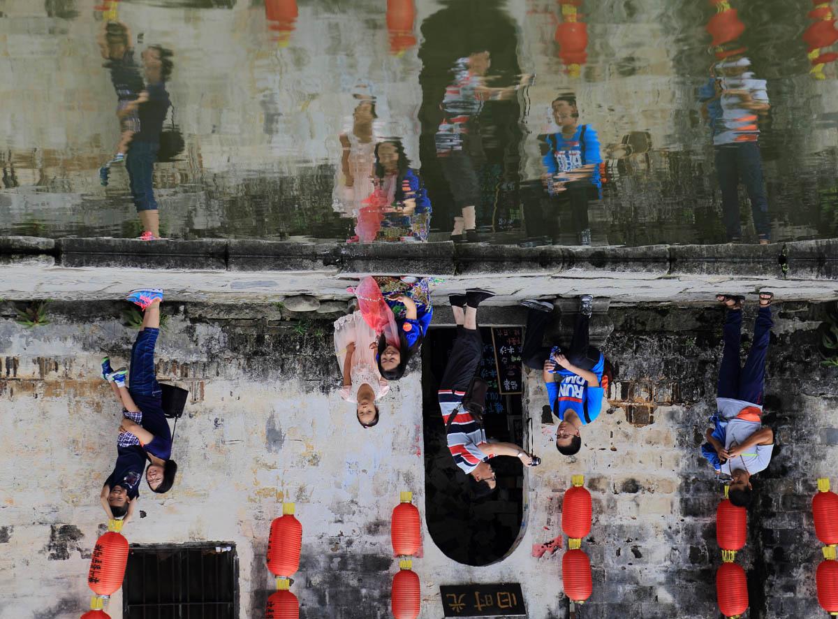 白霓作品:中国式旅游