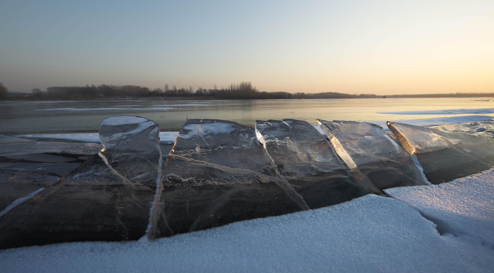 ljd668作品:日落冰河