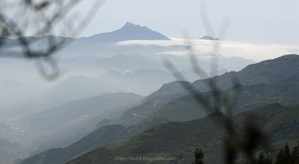 白雪摄影作品:《青峰山峦》