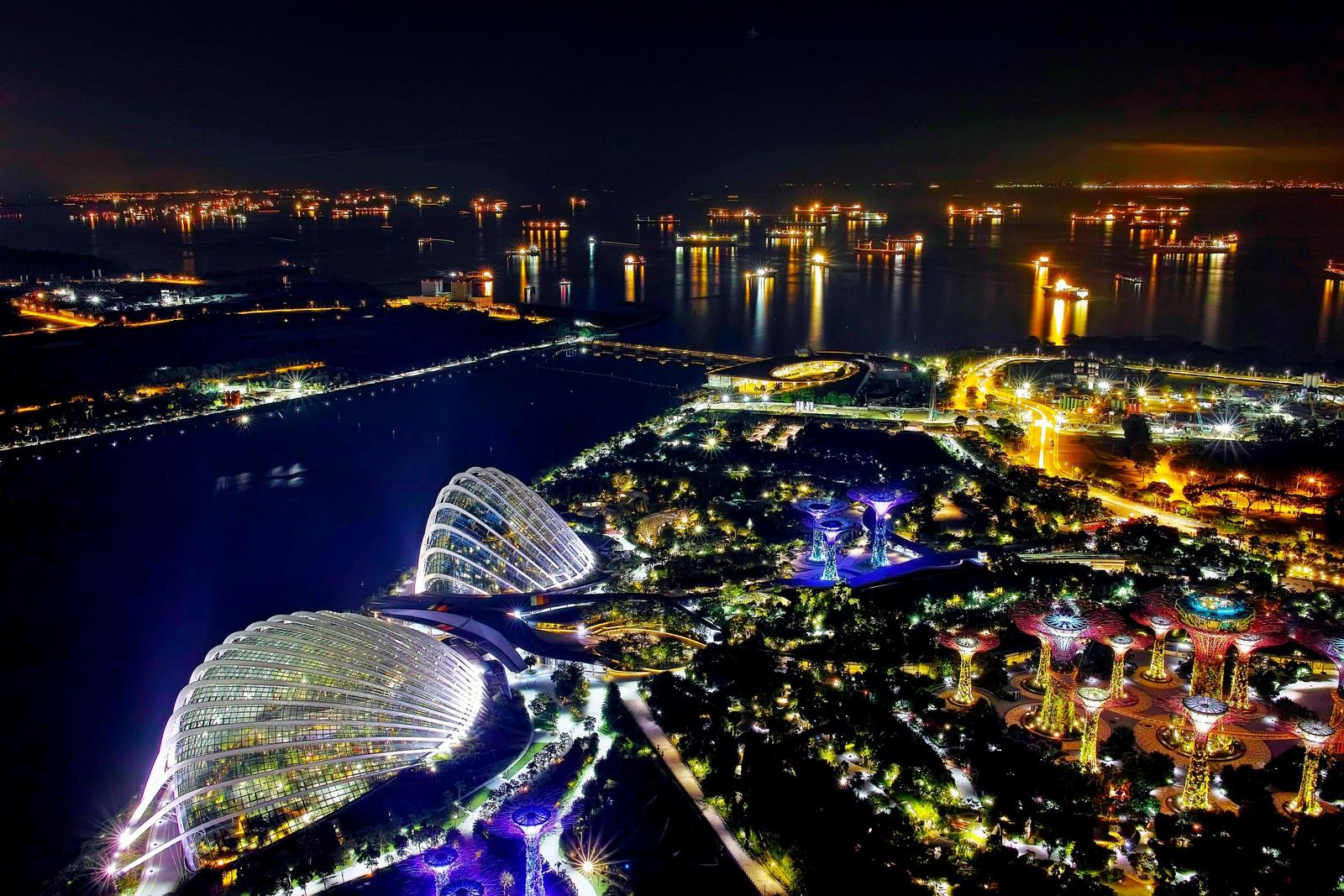 余鸣作品:鸟瞰新加坡