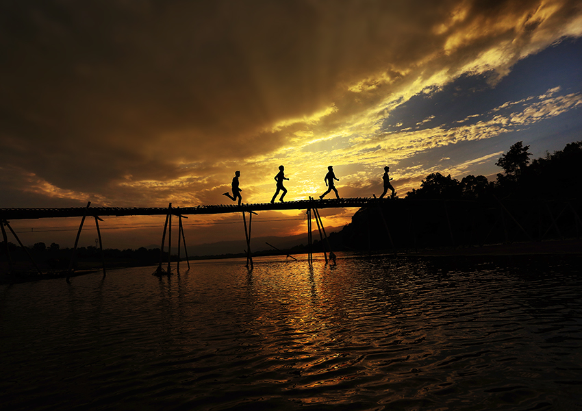 笨鱼游江湖作品:大盈江的黄昏
