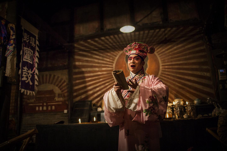 二筒作品:老茶馆的川剧表演