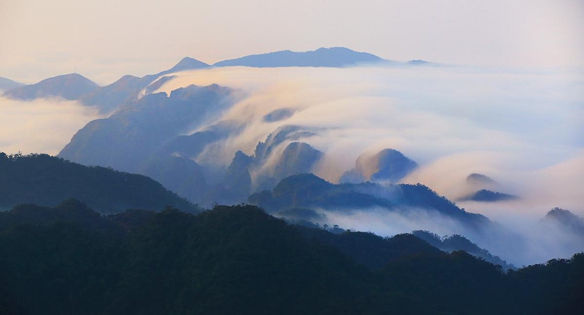 飞龙在天118作品:峡谷飞云
