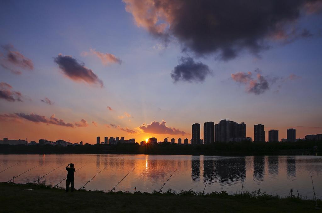 欧阳姐作品:夕阳西下
