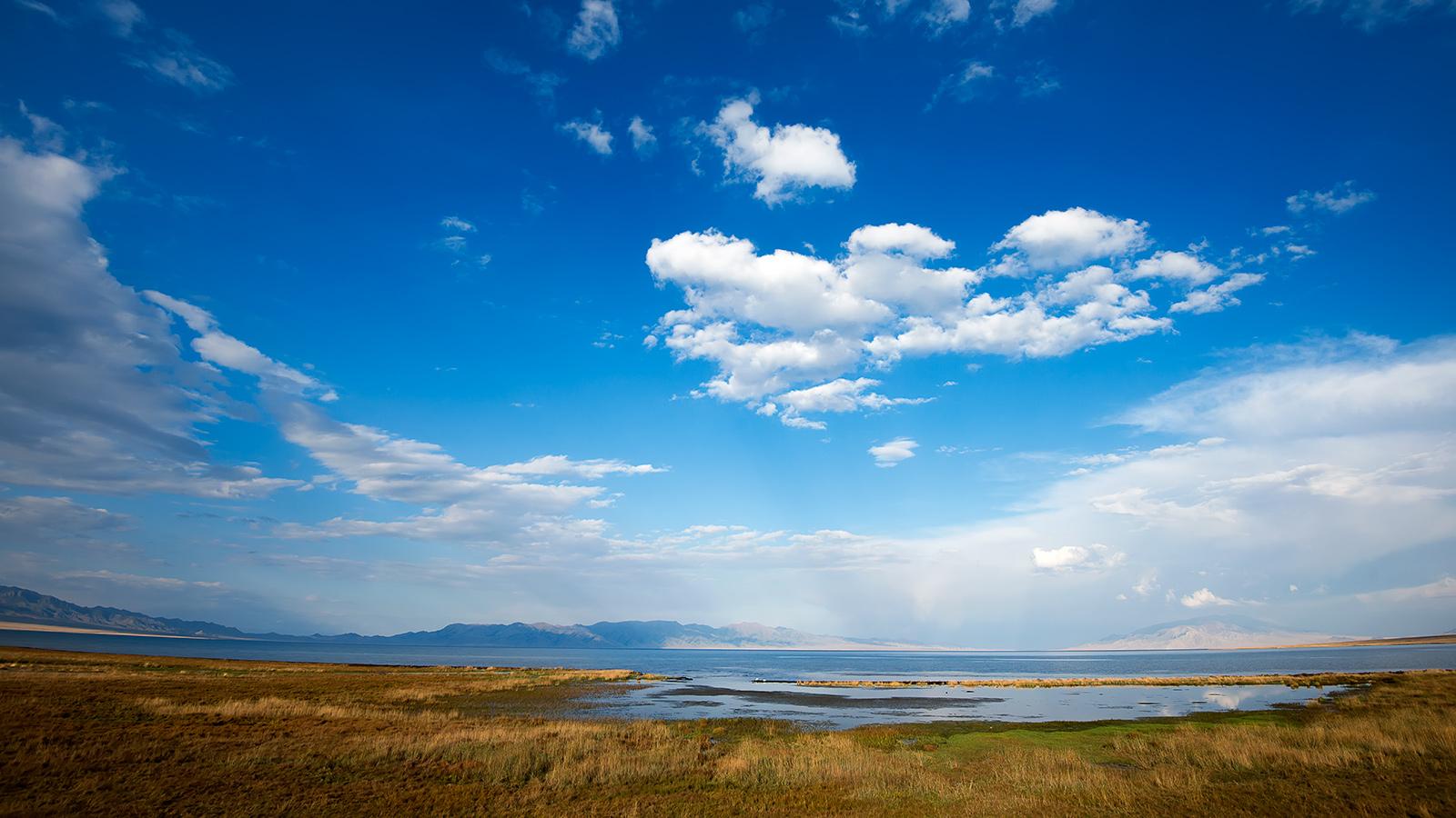 旅行者1971作品:新疆赛里木湖