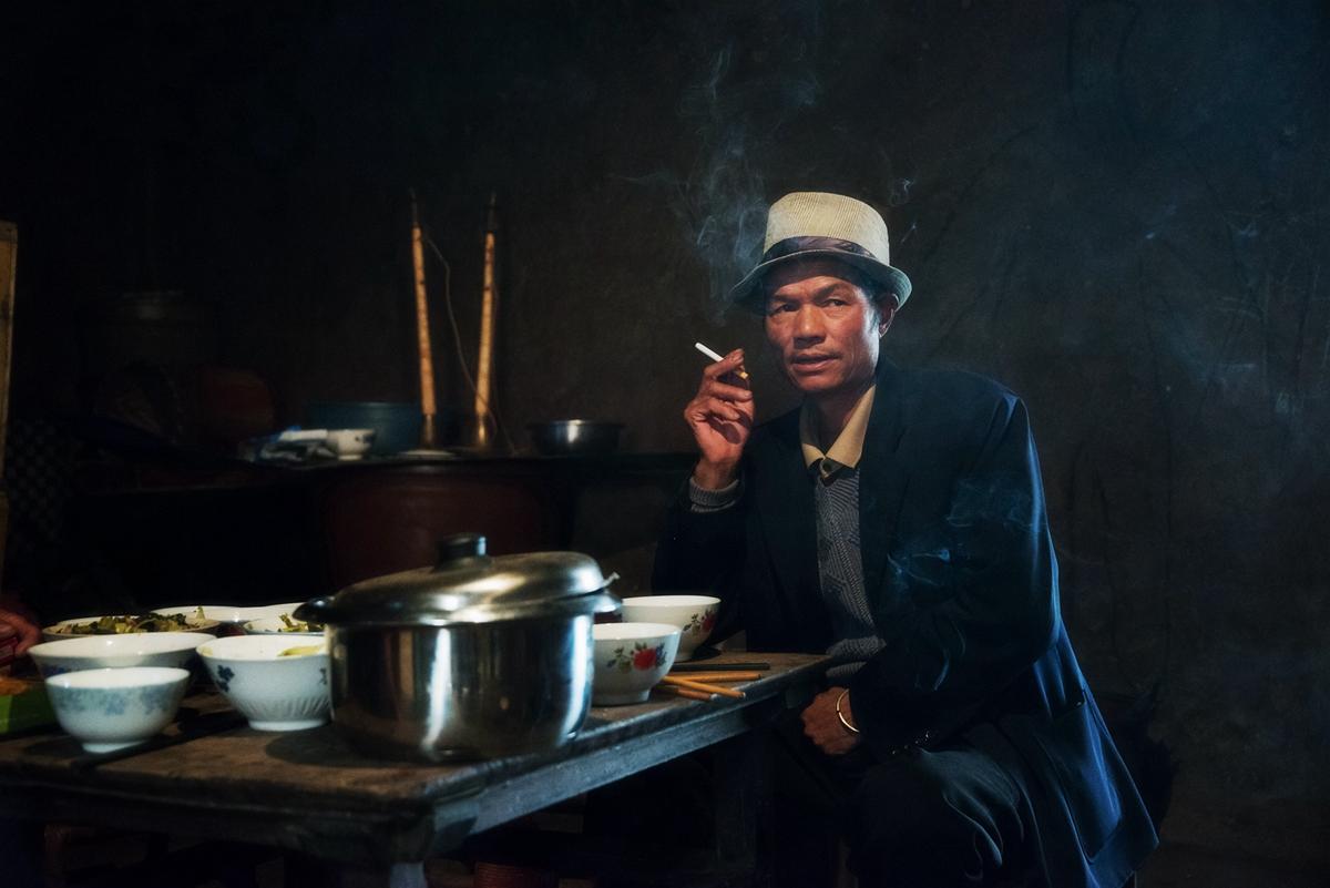 如风0758作品:抽烟的汉子