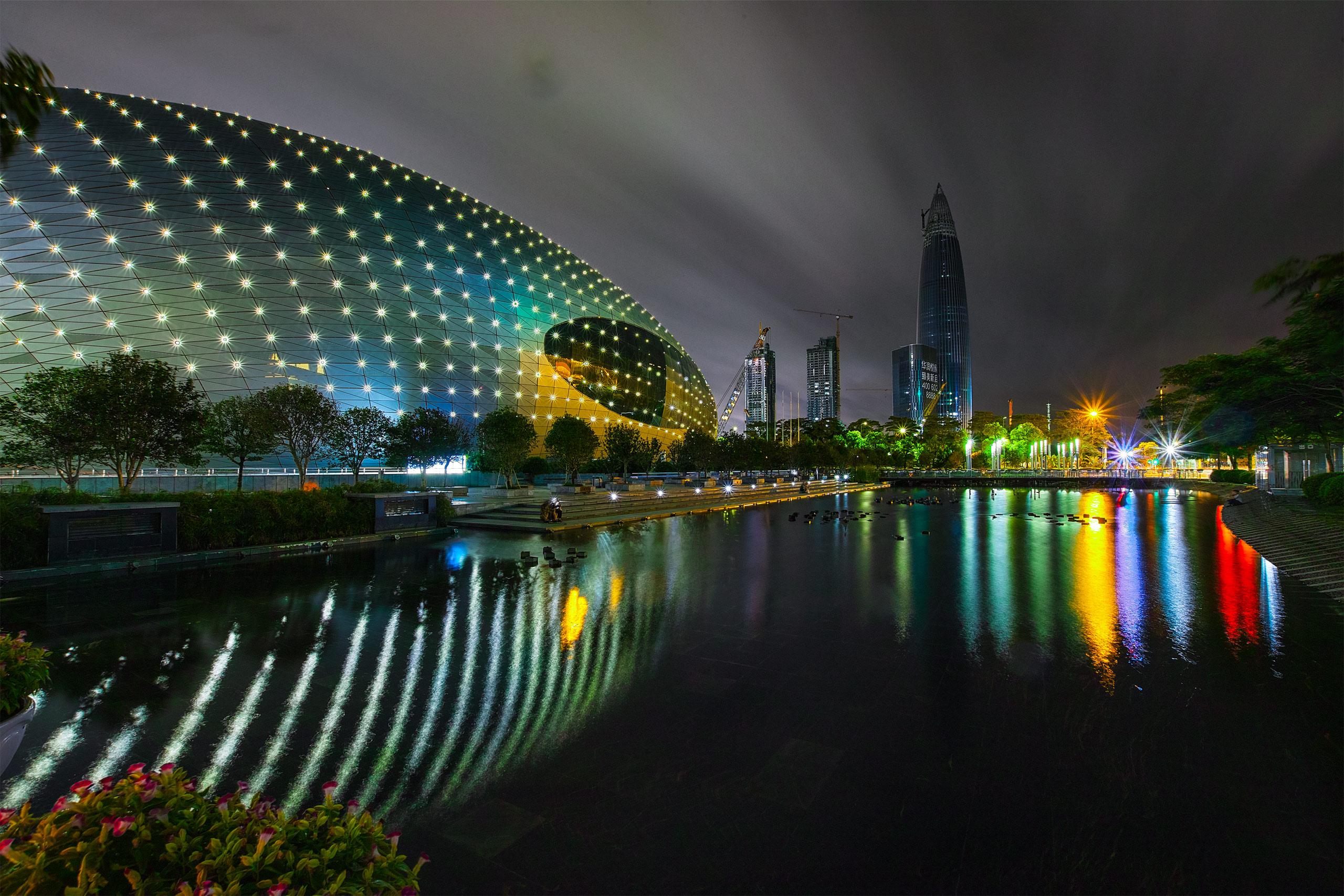 花工作品:雨中海岸城夜景