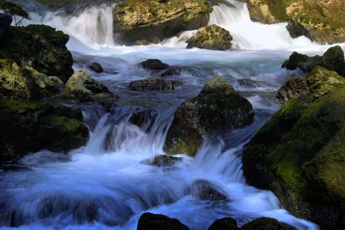 xiaojichuan作品:夏日溪流