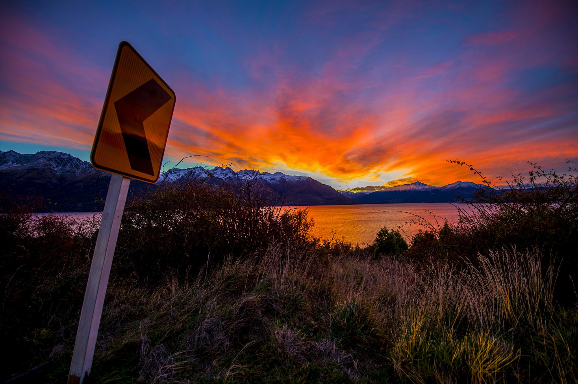 阿番作品:夕阳下的瓦卡蒂普湖