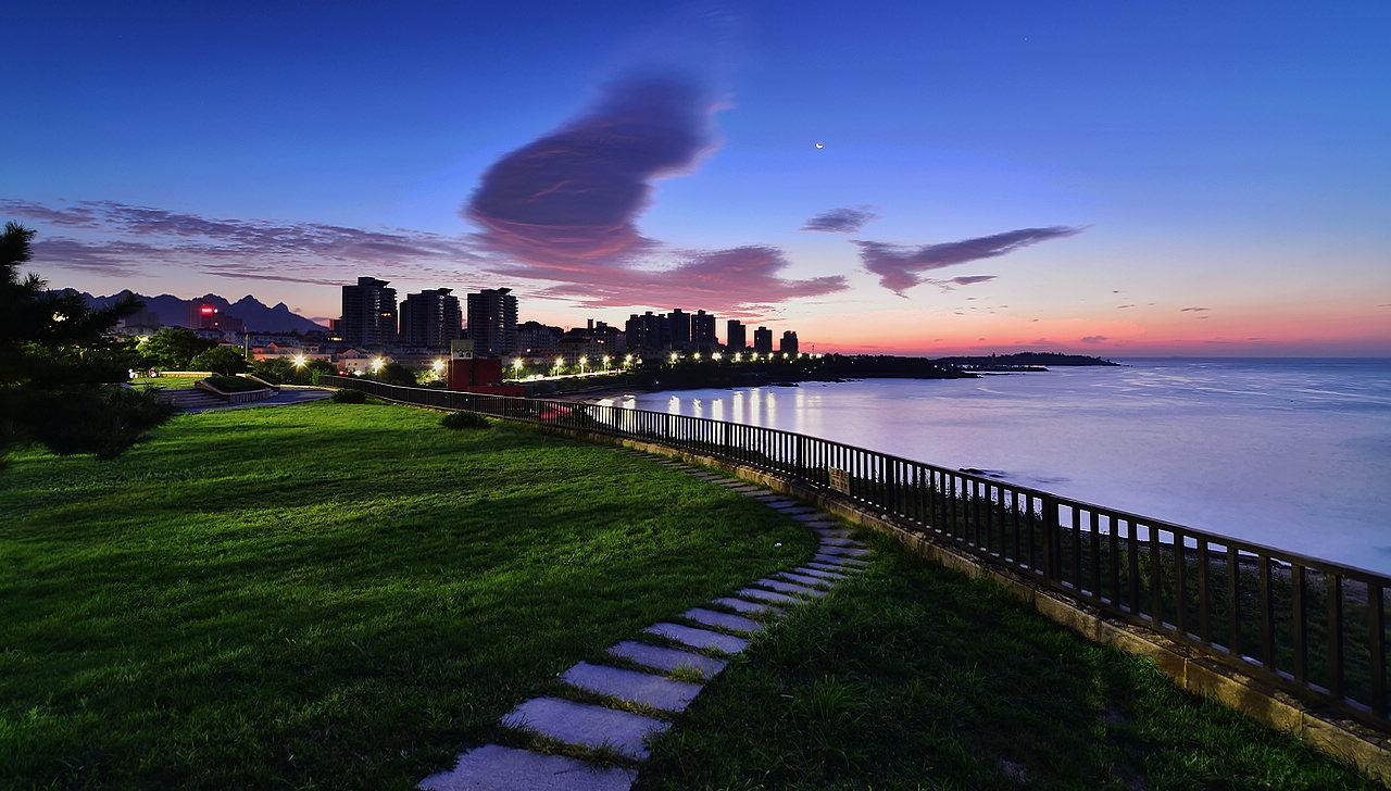 青岛老李作品:青岛晨曦中的海滨