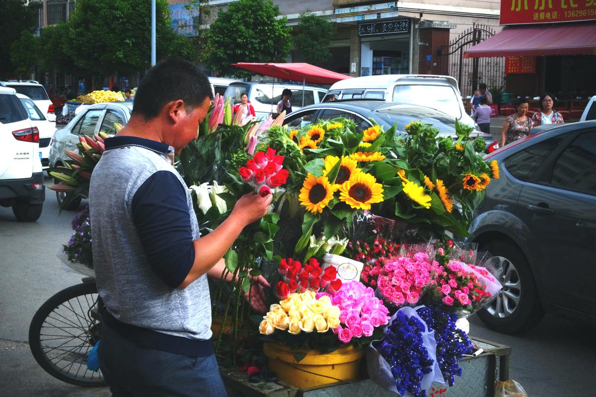 菠萝菠萝蜜蜂作品:卖花的小伙