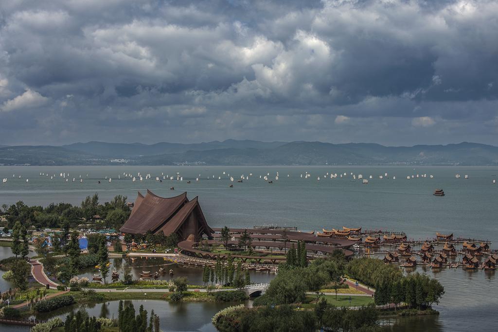 尧木作品:滇池开渔节
