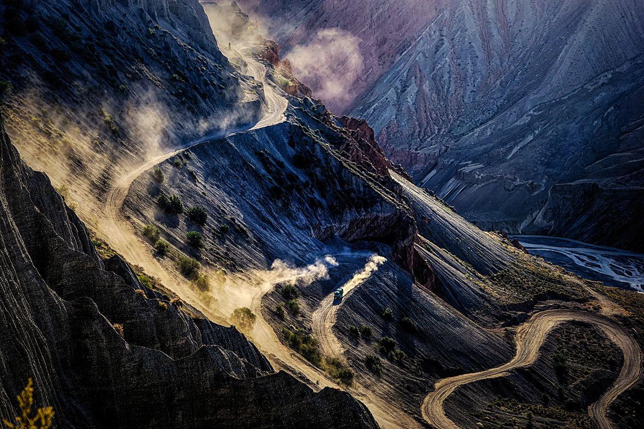 yuanpx作品:峡谷下坡路
