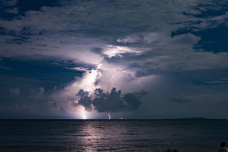 海军山作品:海上闪电
