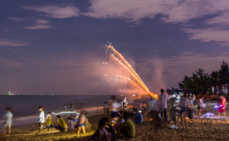 海军山作品:中秋·海滩