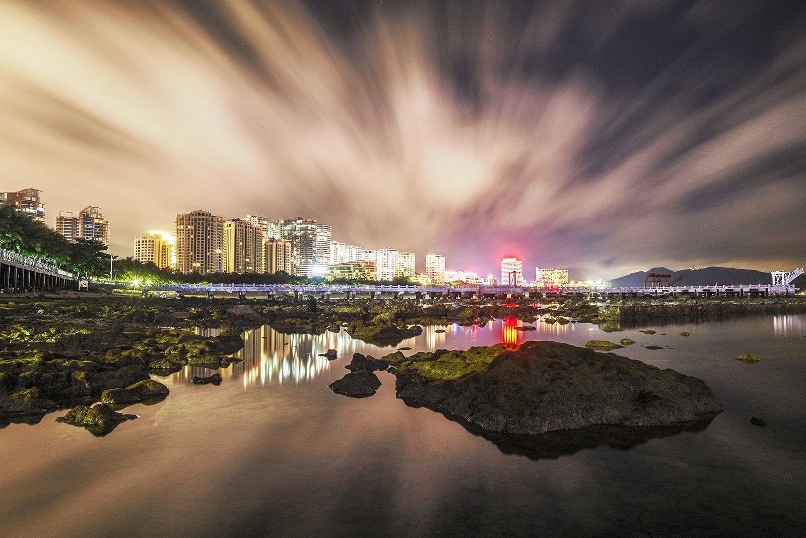 林泉一叟作品:三亚海岸夜景