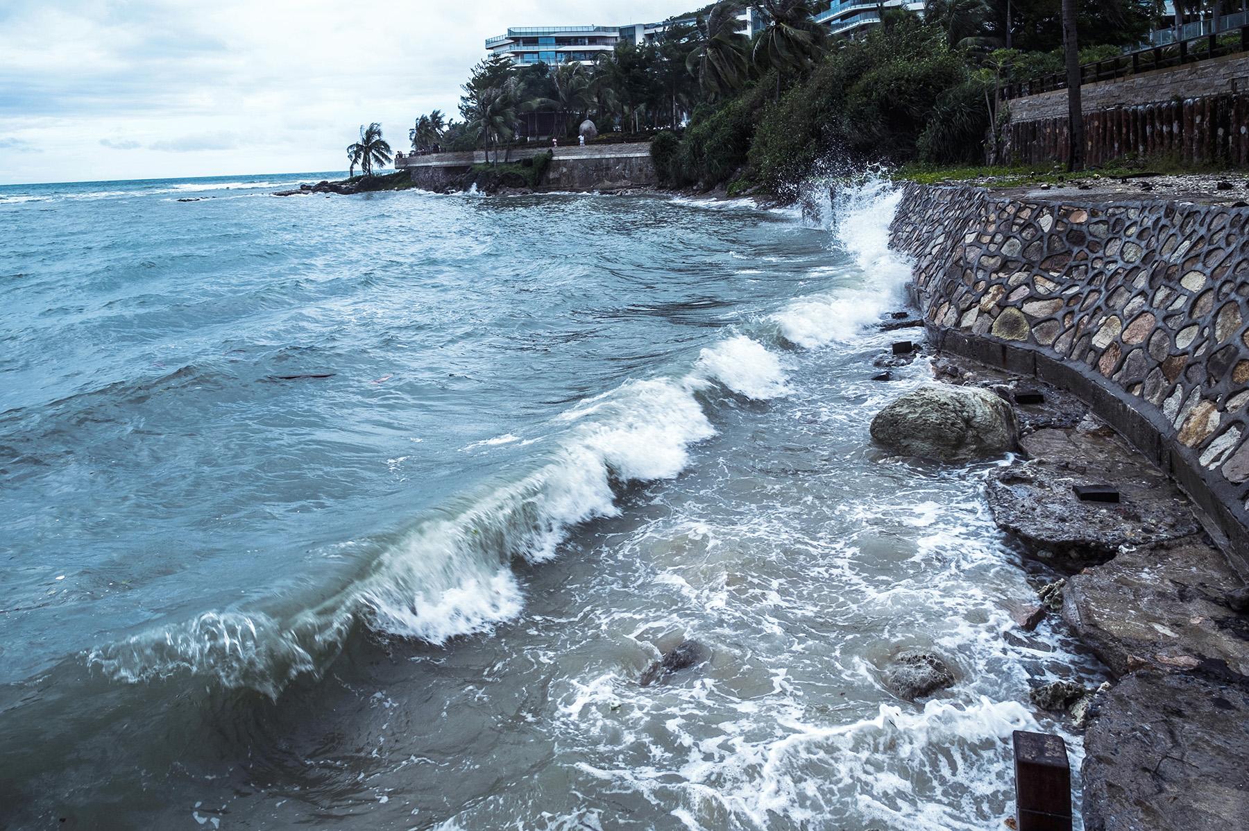 林泉一叟作品:台风来临前