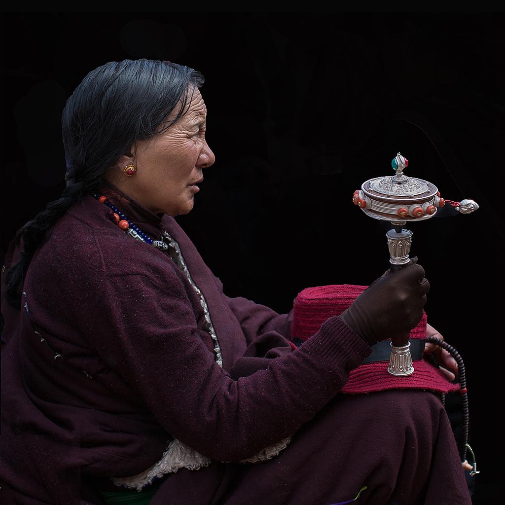 箭飞作品:藏族老人
