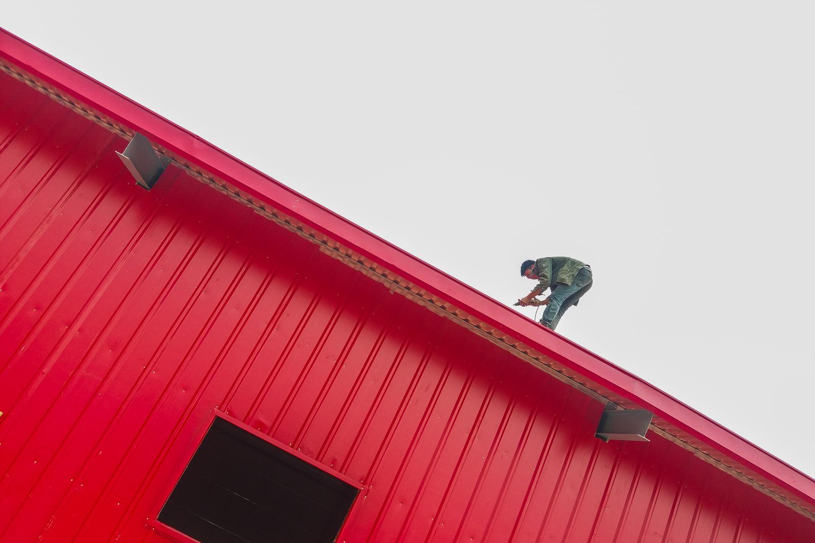 zhengxvsheng作品:钢屋架工人