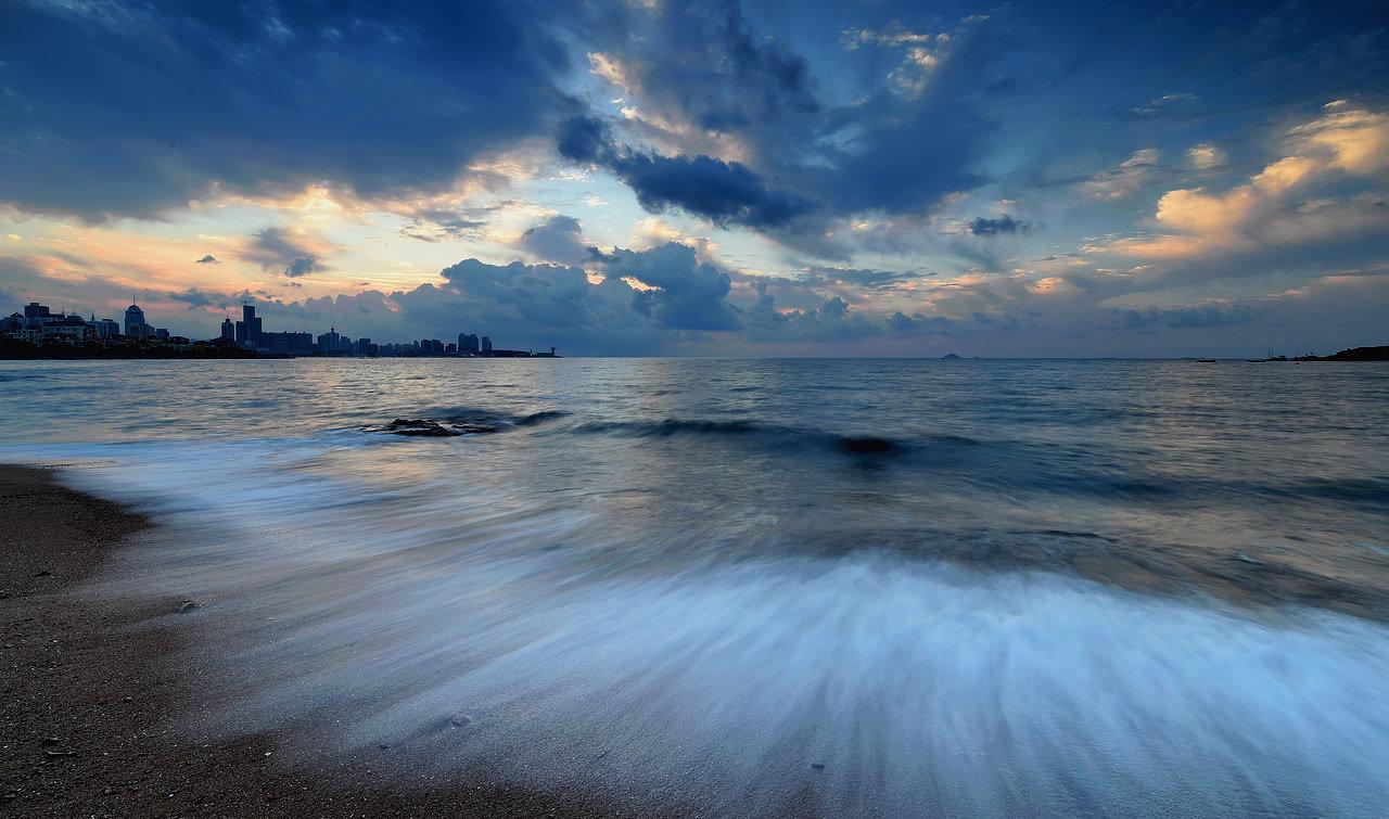 青岛老李作品:青岛清晨的海边