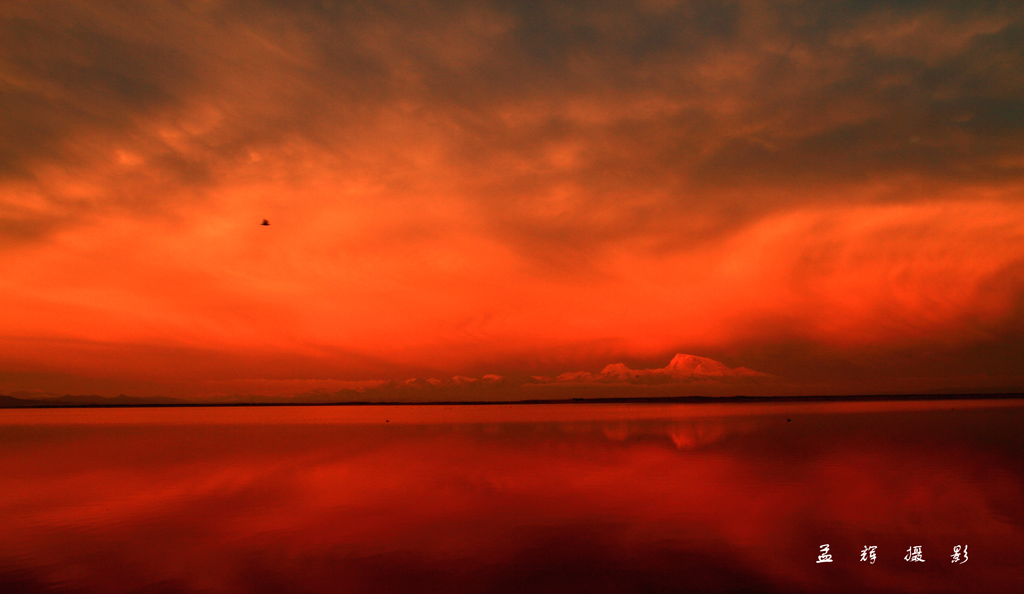 孟辉作品:晨光中的纳木那尼峰