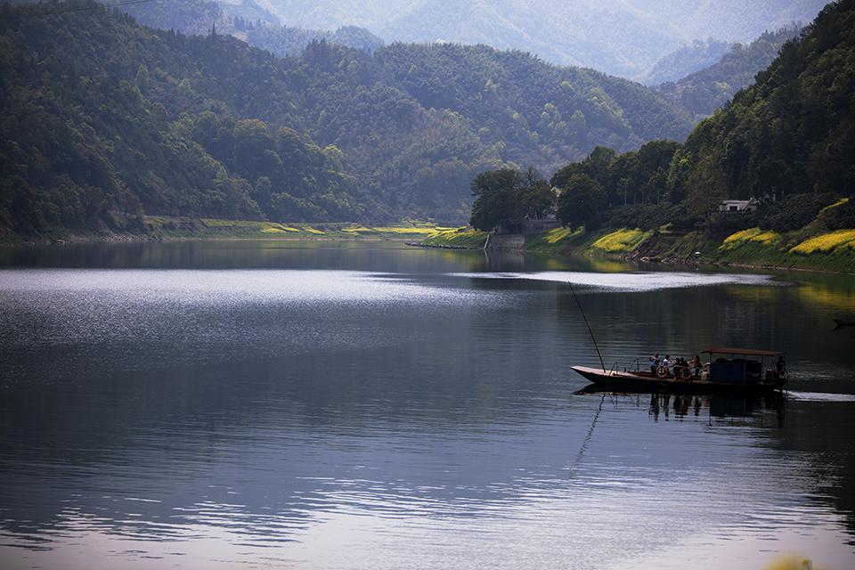 陌向作品:新安江山水画廊