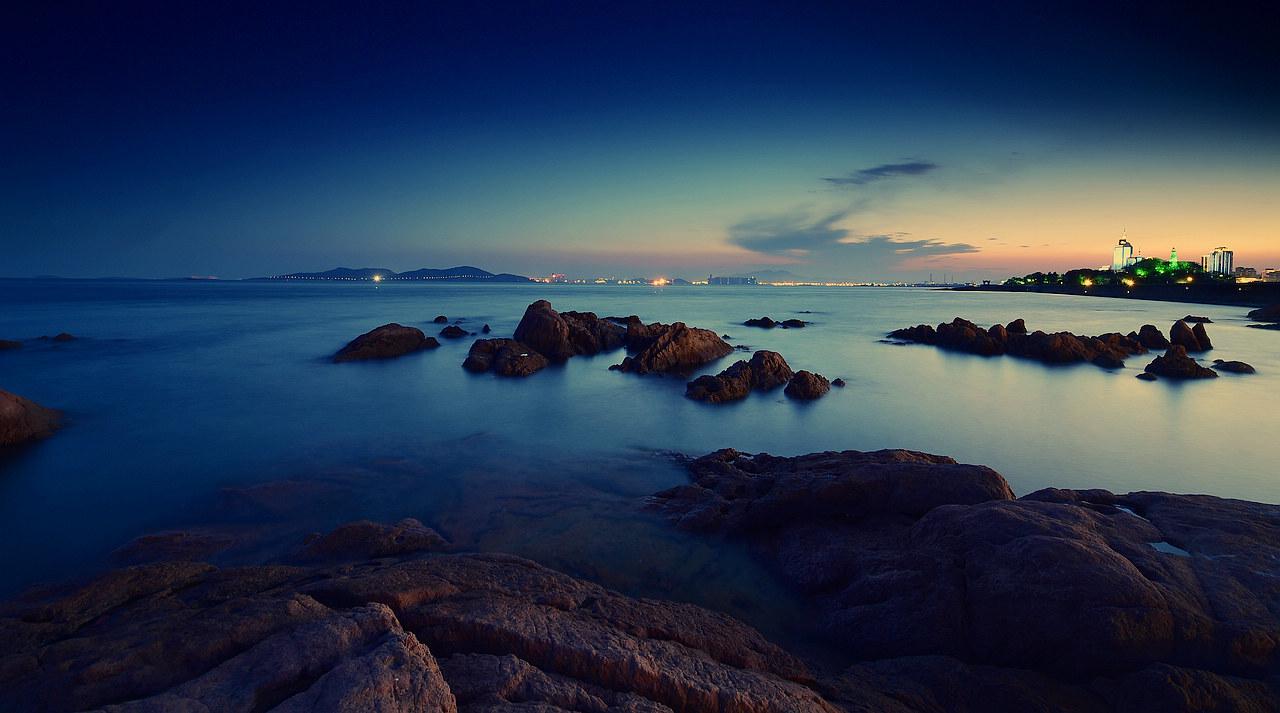青岛老李作品:青岛夜色中的海