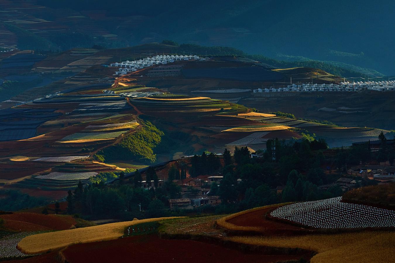 李达明作品:红土地上的扶贫房
