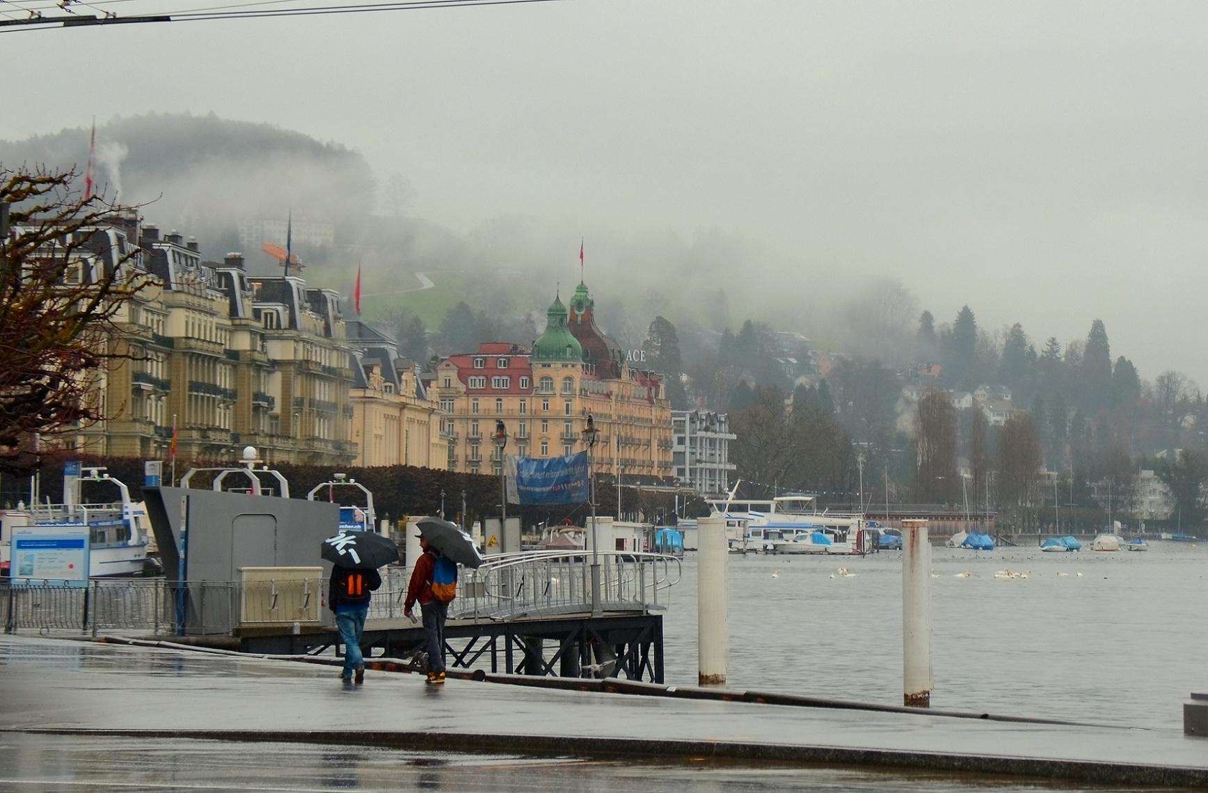 蓝桥摄影作品:烟雨蒙蒙