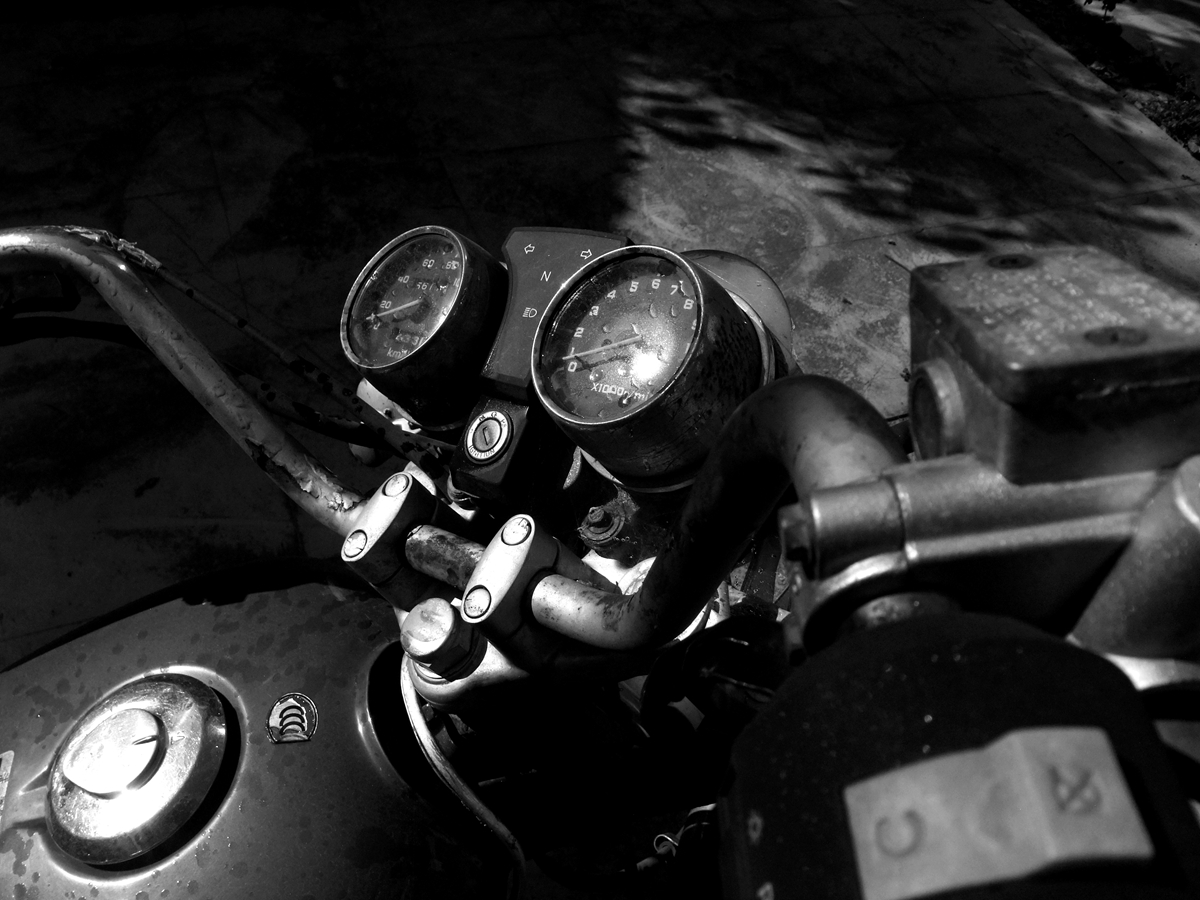 菠萝菠萝蜜蜂作品:摩托车