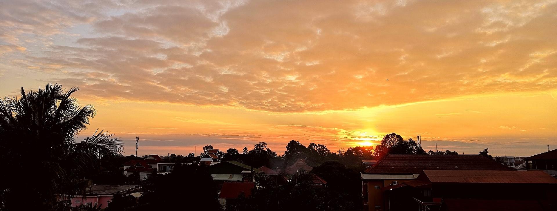 欧阳川作品:朝霞满天