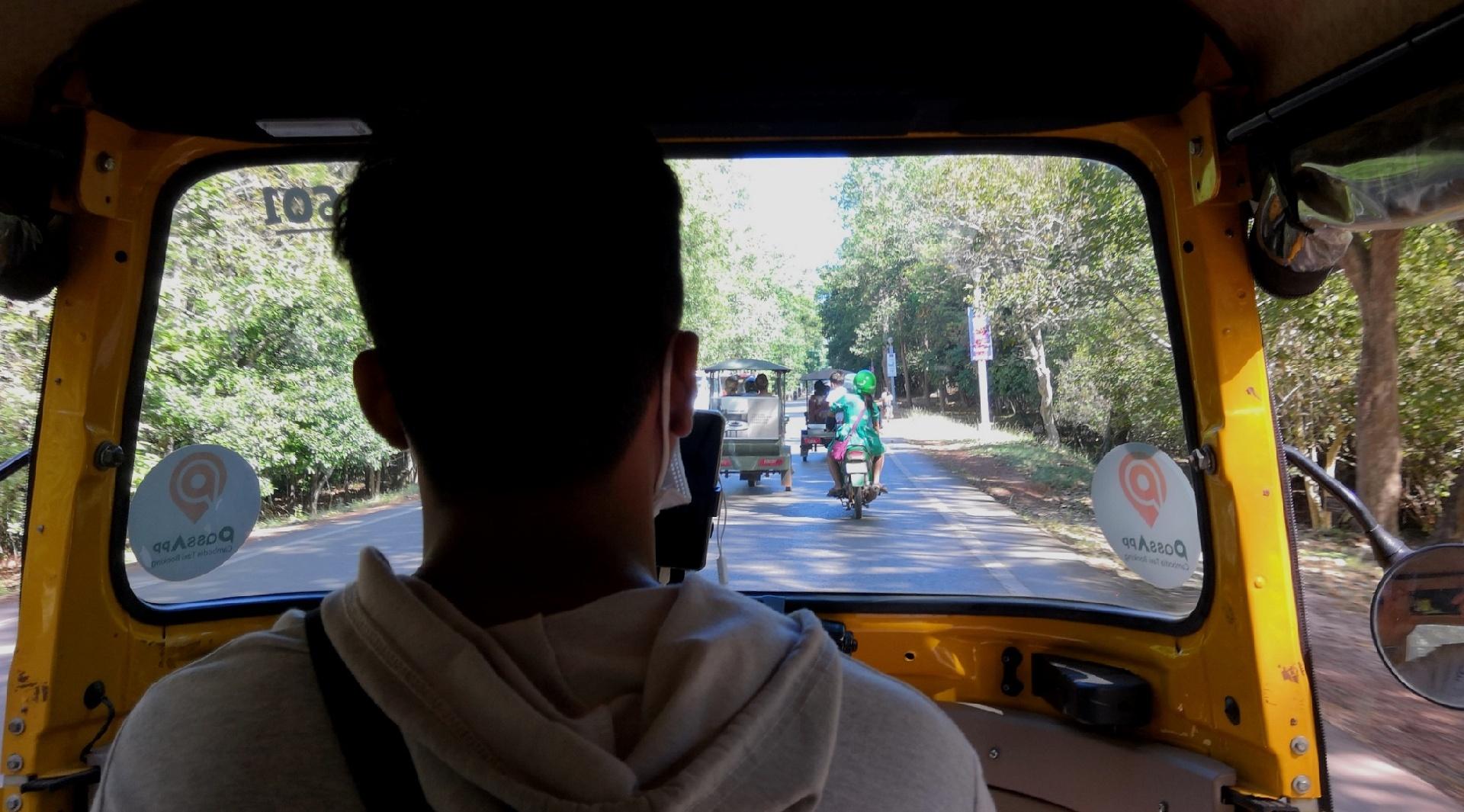 欧阳川作品:开嘟嘟车的司机