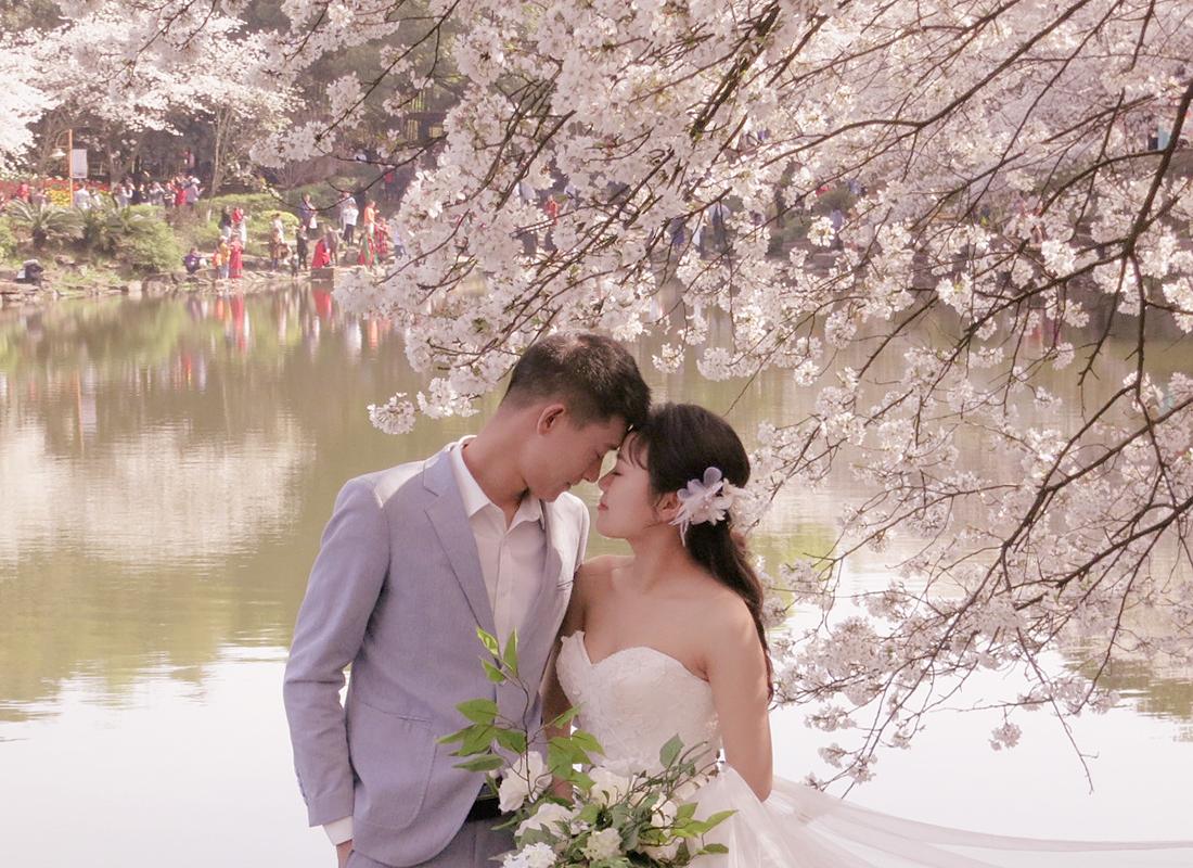 奥巴牛作品:蹭拍的婚纱照