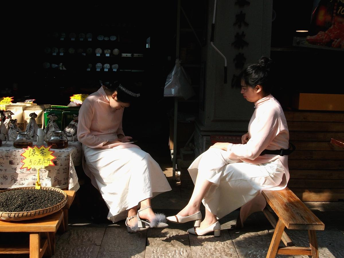 菠萝菠萝蜜蜂作品:茶叶店