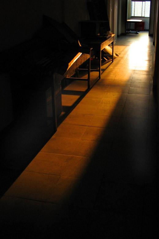 WittyWolff作品:走廊,撒上夕阳的艳丽