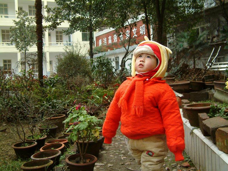 si摄影作品 仰望天空的孩子