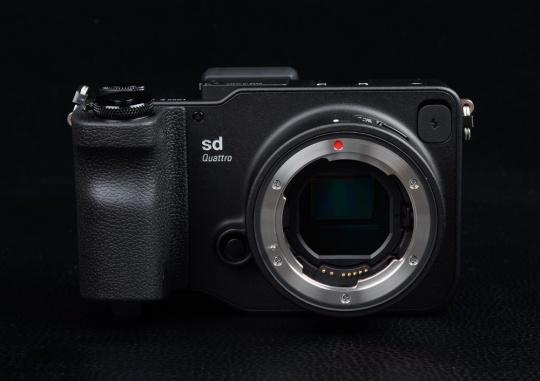 365bet平台网址:相机进灰BUG,24Art后置滤镜环有偿