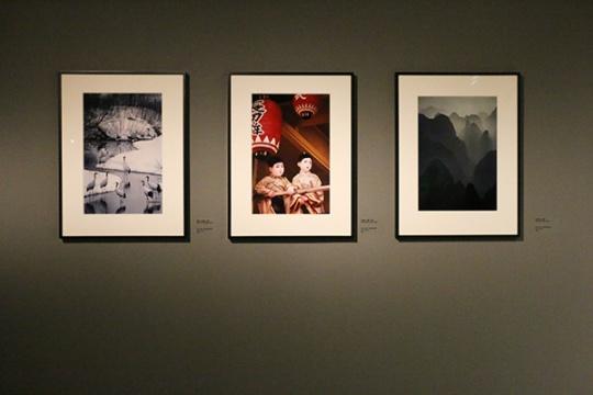 钏路,北海道,日本,2002(左);只园祭,京都,日本,2001(中);桂林上空,中国,1980(右)