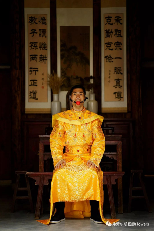 Shen Wei, Emperor Ball, 2017, Archival Pigment Print, 50.8 x 33.88 cm, Edition of 5;  114.3 x 76.2 cm, Edition of 3