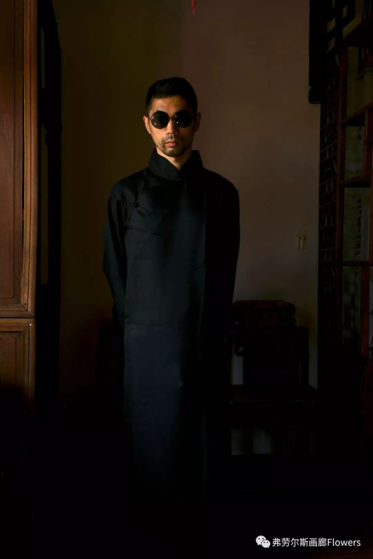 Shen Wei, Gangster (Standing), 2017, Archival Pigment Print, 50.8 x 33.88 cm, Edition of 5; 114.3 x 76.2 cm, Edition of 3